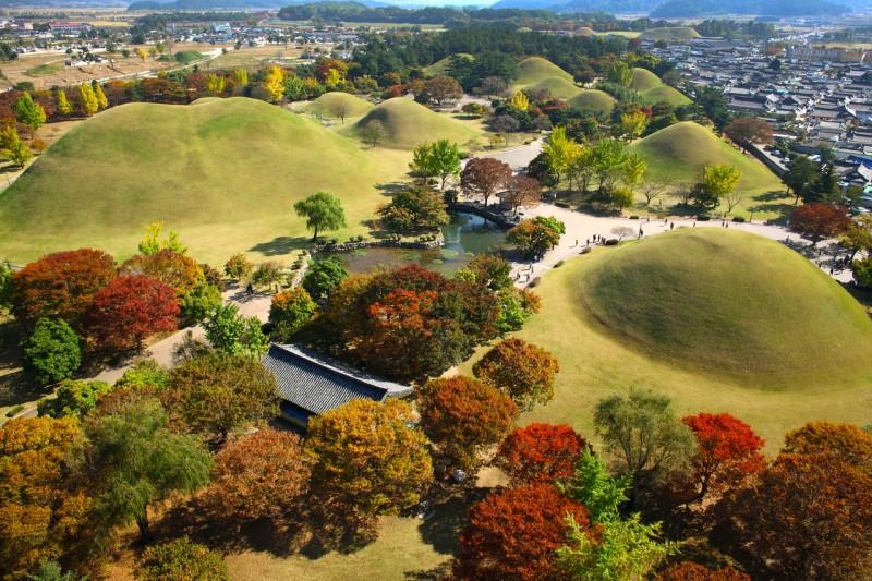 Daereungwon-Park-Tomb-Cheonmachong-e1443753483368